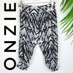 Onzie Harem Fit Crop Pants Graphic Print M/L Yoga